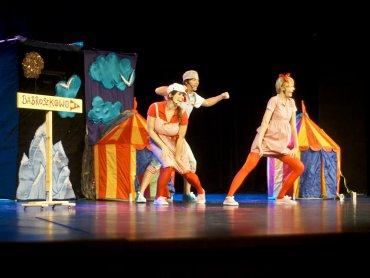 Dzieci będą świetnie się bawić poznając przygody Babroszków (fot. mat. Teatr Gry i Ludzie)
