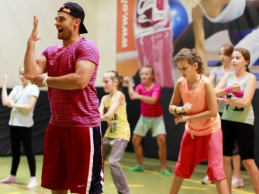 """Rafał """"Tito"""" Kryla po programie """"You Can Dance"""" założył szkołę tańca, w której pomaga dzieciom rozwijać talenty (fot. archiwum Tito)"""