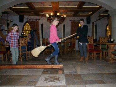 Andrzejki całą rodziną można spędzić w Warowni Pszczyńskich Rycerzy (fot. mat. organizatora)