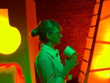 Widzowie pomogą bohaterom naprawić dźwiękowe zamieszanie po nieudanym eksperymencie (fot. mat. Teatr Gry i Ludzie)