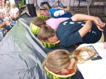 Jedną z konkurencji będzie jedzenie arbuza na czas bez użycia rąk (fot. mat. organizatora)