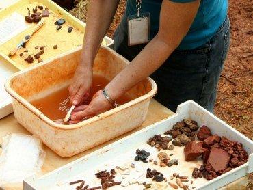 Na zajęciach w Muzeum Górnośląskim dzieci mogą poznać pracę archeologa (fot. pixabay)