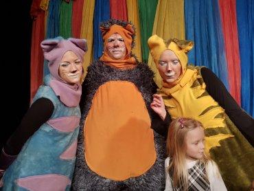 """Spektakl pt. """"Koty 3"""" to jedna z propozycji na zakończenie wakacji od Teatru Gry i Ludzie (fot. Katarzyna Esnekier/SilesiaDzieci.pl)"""