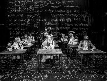Teatr Lalek Banialuka przygotował specjalny program dla maturzystów (fot. arch. Fb Teatr Lalek Banialuka)
