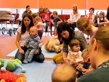 W Miejskiej Bibliotece Publicznej w Jaworznie nawet najmniejsze maluchy będą się dobrze bawić (fot. materiały MBP Jaworzno)