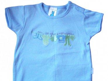 Niemowlaki bardzo szybko wyrastają z ciuszków, często są obdarowywane  ubrankami dzieci znajomych (fot. sxc.hu)