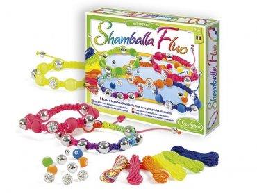 Materiały do tworzenia bransoletek z zestawu Shamballa Fluo marki SentoSphere są atestowane i hipoalergiczne (fot. mat. sklep.PlacFrancuski.pl)