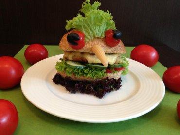 Na takiego hamburgera skusi się każde dziecko (fot. Krystynka)