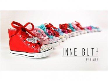 W naszym konkursie można wygrać jedną z pięknych par bucików z kryształkami Swarovskiego (fot. mat. Inne Buty)