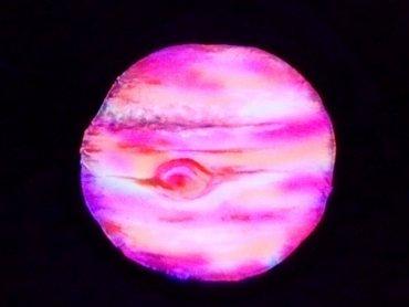 """""""Kosmiczna Podróż"""" to spektakl stworzony w konwencji czarnego teatru (fot. mat. organizatora)"""