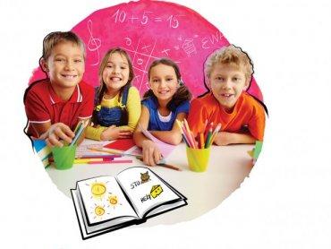 Projektowanie pocztówek i piaskowe obrazki czekają na dzieci w CH Auchan (fot. mat. organizatora)