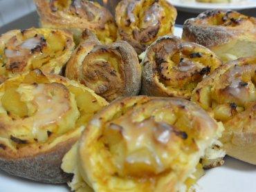 Ciasto drożdżowe smakuje świetnie w każdej odsłonie (fot. mat. Cynamonu)