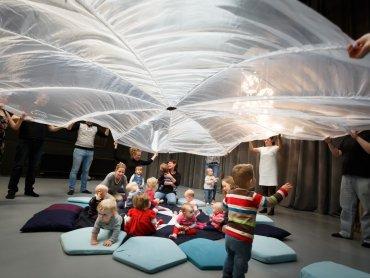Kołysankowe warsztaty to propozycja dla rodziców z dziećmi w wieku 6-18 miesięcy (fot. mat. Teatr Miejski w Gliwicach)