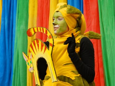 """""""Koty trzy"""" to kolorowe przedstawienie dla dzieci przygotowane przez Teatr Gry i Ludzie (mat. Teatr Gry i Ludzie)"""