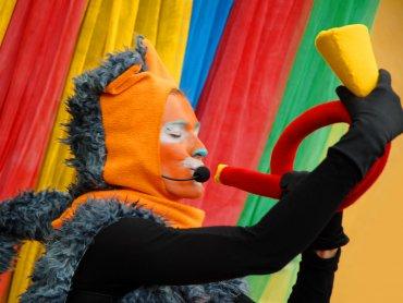 Na najbliższym Podwieczorku Teatralnym poznacie przygody trzech psotnych kotów (fot. mat. Teatr Gry i Ludzie)
