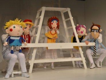 """""""Babcia na jabłoni"""" to niezwykłe przedstawienie na podstawie książki Miry Lobe (Fot. Teatr Ateneum)"""