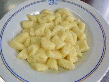 Pierogi leniwe to prosty i smaczny pomysł na obiad (fot. mat. Cynamon Sztuka Gotowania)