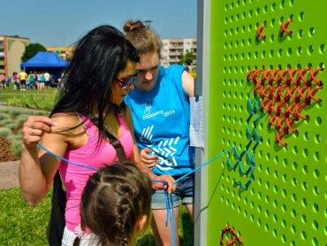 Dzięki pomysłowi i zaangażowaniu dwóch dziewczyn z ASP powstały panele motywujące do wspólnej zabawy całe rodziny (fot. materiały organizatora)