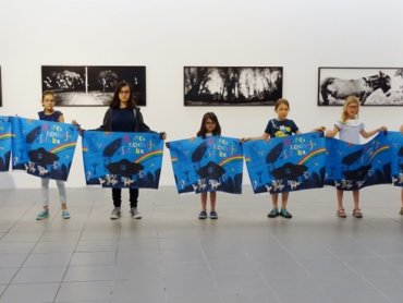 """Młodzi artyści udowadniają, że """"Dzieci kochają sztukę"""" (fot. mat. organizatora)"""