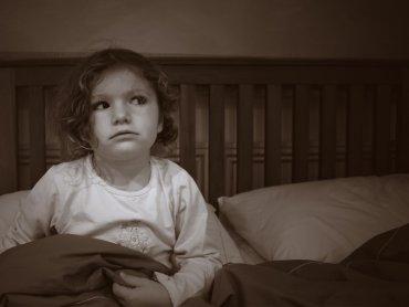 Przyczyną nocnych lęków może być potrzeba częstszego przebywania z bliskimi (fot. BenedictFrancis/foter.com)