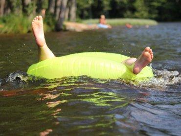 Na niestrzeżonych kąpieliskach nie ma ratowników, którzy przyszliby z pomocą osobie tonącej (fot. pixabay)