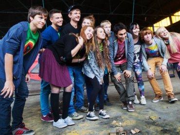"""W serialu """"Dzieciaki"""" zagrały nastolatki ze Śląska. Z lewej - Igor Kapała, serialowy Jurek, bohater pierwszego odcinka (fot. materiały TTV)"""