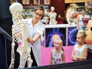 Naukowe eksperymenty są fascynujące dla dzieci (fot. materiały EC)