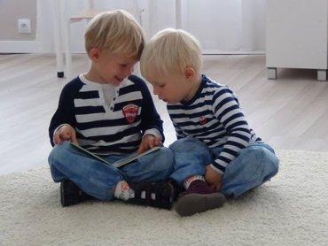 Zgodnie z metodą Montessori dzieci w różnym wieku uczą się w klasach mieszanych, dzięki czemu starsze rozwijają zdolności przywódcza, a młodsze mają model do naśladowania (fot. mat. English Montessori School)