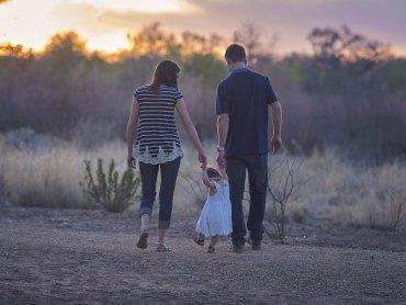 Świeże powietrze, pozytywna atmosfera i wspólny czas z maluchem to połączenie idealne (fot. pixabay)