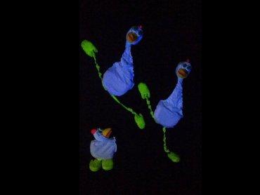 """Teatr Czarnego Tła zasłynął prezentacją o kurczakach w telewizyjnym programie """"Mam talent"""" (fot. archiwum zdjęć teatru na Fb)"""