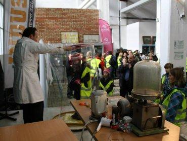 W Muzeum Energetyki w Łaziskach dzieci odkryją tajniki funkcjonowania urządzeń elektrycznych (fot. archiwum zdjęć Muzeum na Facebooku)