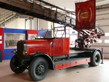 """Wóz strażacki """"Magirus"""" z 1927 r. (fot. zbiory Muzeum Pożarnictwa)"""