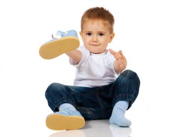 Wybór odpowiedniego obuwia dla dzieci jest bardzo ważny (fot. materiały www.dlastopy.pl)