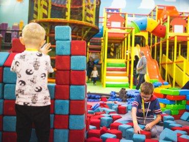 W Centrum Rozrywki Guliwer znajduje się tysiące klocków - od miękkich dostosowanych do małych dzieci, przez LEGO, po klocki maksi (fot. mat. bawialni)