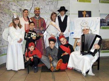 Uczestnicy Herodów przebierają się i razem kolędują (fot. mat. prasowe)