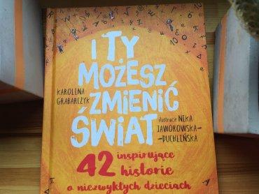 """W naszym konkursie można wygrać książkę pt. """"I ty możesz zmieniać świat"""" (fot. Ewelina Zielińska/SilesiaDzieci.pl)"""