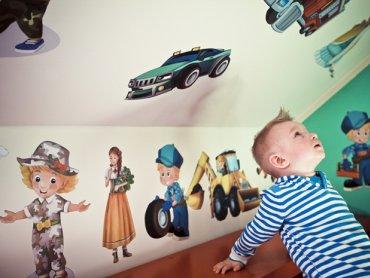 Z pomocą udekorowania pokoiku dziecięcego przychodzi sklep Maluchity.pl (fot. materiały Maluchity.pl)