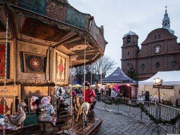 Tradycyjnie podczas jarmarku dzieci będą mogły pokręcić się na karuzeli wiedeńskiej (fot. archiwum zdjęć na Fb Jarmark na Nikiszu)