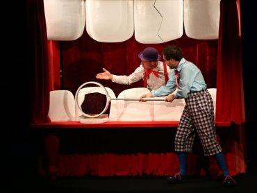 """Spektakl """"Karius i Baktus"""" zostanie wystawiony w Domu Kultury """"Koszutka"""" 26 sierpnia (fot. mat. teatru Rabcio)"""