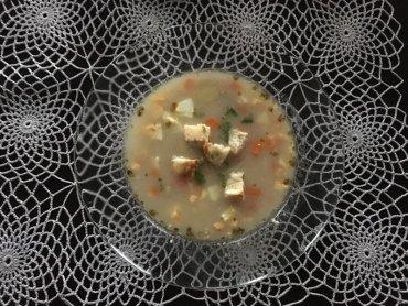 Kartoflonka jest pożywną, prostą w przygotowaniu i smaczną zupą (fot. mat. SilesiaDzieci.pl)