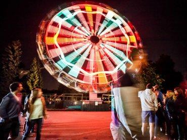 W Noc Świętojańską 20 czerwca całe rodziny mogą przyjść do chorzowskiego wesołego miasteczka i skorzystać z tamtejszych atrakcji (fot. mat. organizatora)