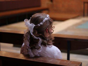 W wielu parafiach możliwe będzie indywidualnego przystąpienia dziecka do I Komunii Świętej (fot. pixabay)