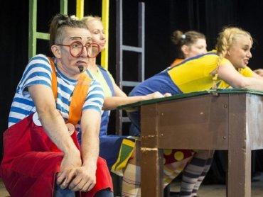 Spektakl jest zrealizowany poprzez konwencje zabawy teatralnej (fot. mat. organizatora)