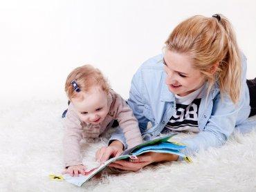 Dzieci, które od najmłodszych lat mają kontakt z książkami są bardziej pewne siebie i mają lepiej rozwiniętą wyobraźnię (fot. pixabay)