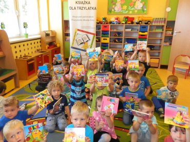 """Akcja """"Książka dla trzylatka"""" miała na celu zachęcenie do wspólnego, rodzinnego czytania (fot. materiały organizatora)"""