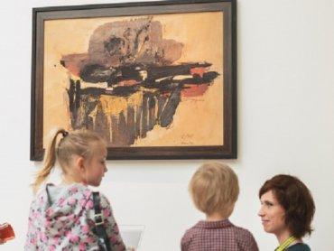 """Warsztaty """"Którędy do sztuki"""" dedykowane są rodzinom z dziećmi ze spektrum autyzmu (fot. mat. organizatora)"""