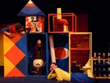 Nowatorskie podejście do teatralnej formy gwarantuje młodym widzom niezapomniane przeżycia (fot. Teatr Ateneum)