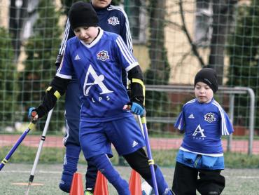 Treningi dają dzieciom możliwość poprawy swojej kondycji i koordynacji, ale i wzmacniają pewność siebie (fot. mat. Fundacji Kuloodportni)