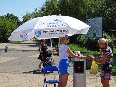 """Trwa akcja """"Piję wodę z kranu"""" w Dąbrowie Górniczej (fot. mat. organizatora)"""