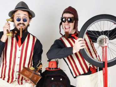 Na zdjęciu La Sbrindola, która zachwyci Was show żonglersko-perkusyjnym (fot. mat. organizatora)